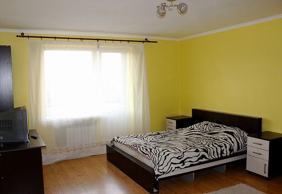 1-комнатная квартира посуточно в Ровно. ул. Елены Телиги, 57. Фото 1