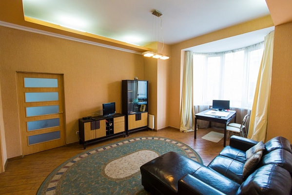 2-комнатная квартира посуточно в Львове. Галицкий район, ул. Валовая, 15. Фото 1