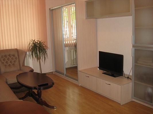 2-комнатная квартира посуточно в Одессе. Приморский район, пр-т Шевченко, 2. Фото 1