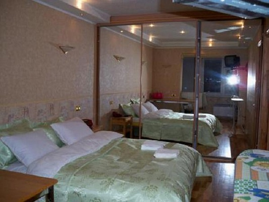 2-комнатная квартира посуточно в Киеве. Голосеевский район, ул. Жилянская, 45. Фото 1