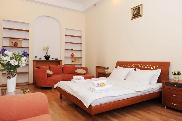 4-комнатная квартира посуточно в Киеве. Печерский район, ул. Лютеранская, 15. Фото 1