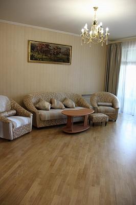 3-комнатная квартира посуточно в Одессе. ул. Дерибасовская, 7. Фото 1