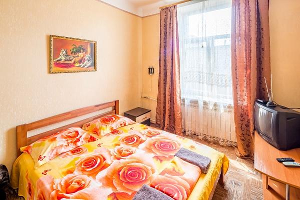 2-комнатная квартира посуточно в Львове. Галицкий район, пр-т Черновола, 1. Фото 1