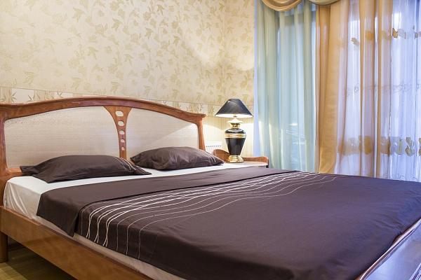 3-комнатная квартира посуточно в Одессе. Приморский район, ул. Тенистая, 9/12. Фото 1