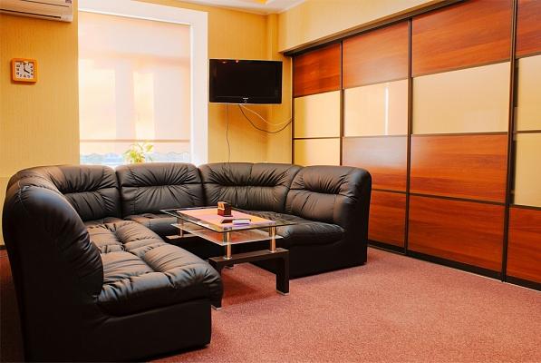 2-комнатная квартира посуточно в Харькове. Краснозаводской район, пл. Павловская, 2. Фото 1