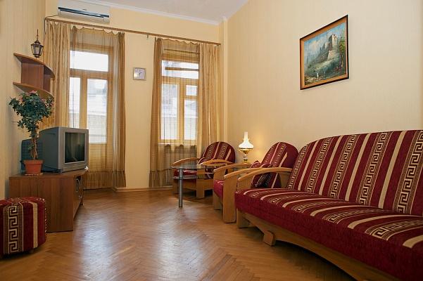 3-комнатная квартира посуточно в Киеве. Печерский район, пл. Бессарабская, 7б. Фото 1