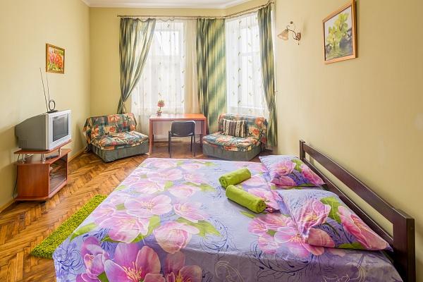 3-комнатная квартира посуточно в Львове. Галицкий район, ул. Краковская, 30. Фото 1