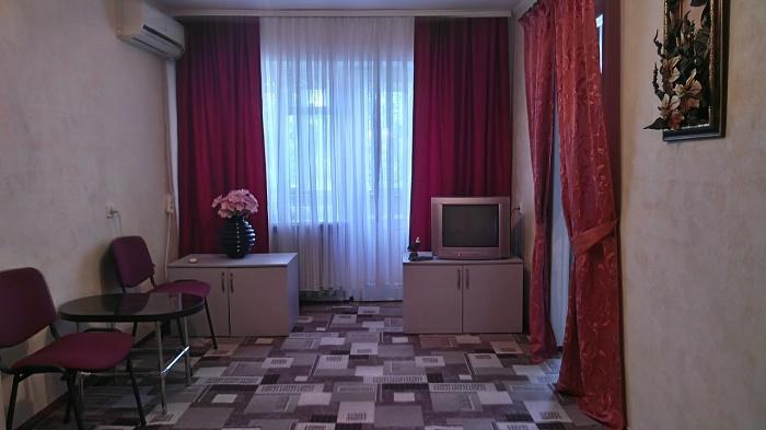 2-комнатная квартира посуточно в Херсоне. Комсомольский район, Корабельный спуск, 12. Фото 1