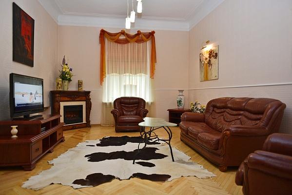 2-комнатная квартира посуточно в Киеве. Шевченковский район, ул. Пушкинская, 39. Фото 1