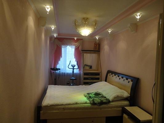 3-комнатная квартира посуточно в Коростене. ул. Михаила Грушевского, 70. Фото 1