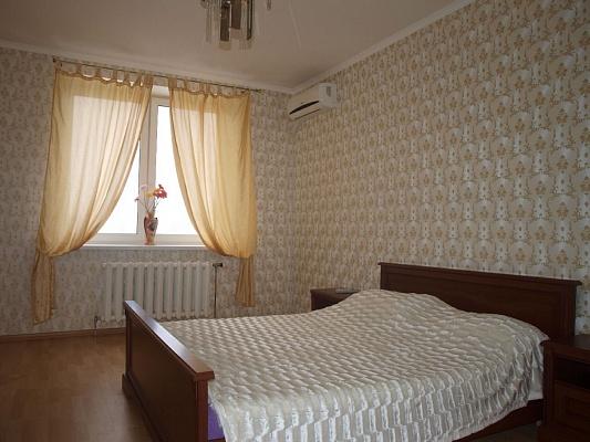 1-комнатная квартира посуточно в Киеве. Дарницкий район, ул. Драгоманова, 1а. Фото 1