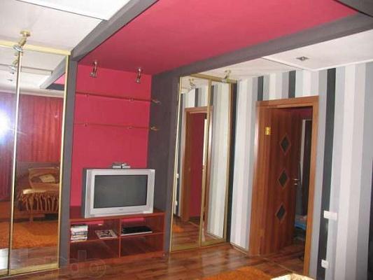 1-комнатная квартира посуточно в Днепродзержинске. пр-т Дружбы Народов, 49. Фото 1