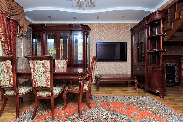 4-комнатная квартира посуточно в Киеве. Соломенский район, ул. Валерия Лобановского, 4Ж. Фото 1