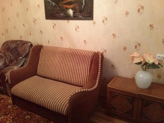 2-комнатная квартира посуточно в Донецке. Калининский район, ул. 50-й Гвардейской дивизии, 6. Фото 1