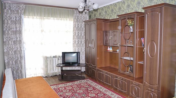 1-комнатная квартира посуточно в Ровно. ул. Киевская, 77. Фото 1