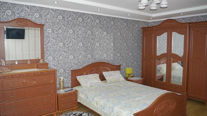 1-комнатная квартира посуточно в Ровно. ул. Соломии Крушельницкой, 54. Фото 1