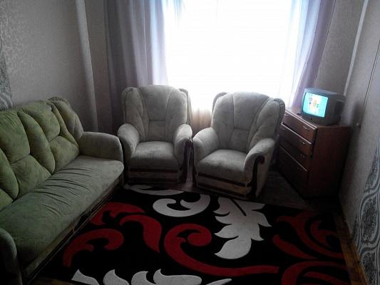 1-комнатная квартира посуточно в Днепродзержинске. ул. Строителей, 12. Фото 1