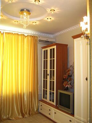1-комнатная квартира посуточно в Одессе. Приморский район, пер. Маяковского, 5. Фото 1