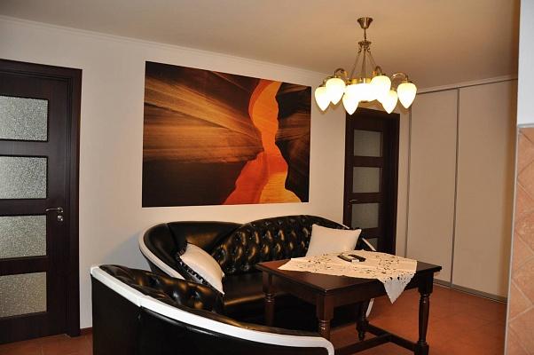 3-комнатная квартира посуточно в Мелитополе. ул. Гоголя, 138. Фото 1