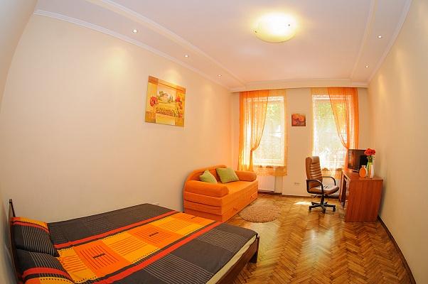 1-комнатная квартира посуточно в Львове. Галицкий район, ул. Дорошенко, 32. Фото 1