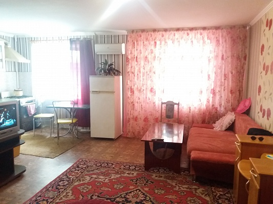 1-комнатная квартира посуточно в Херсоне. Днепровский район, ул. Университетская, 100. Фото 1