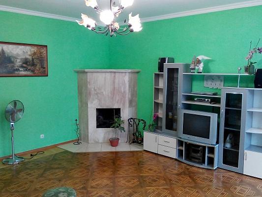2-комнатная квартира посуточно в Львове. Лычаковский район, ул. Лычаковская, 10. Фото 1