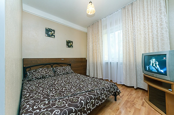 1-комнатная квартира посуточно в Киеве. Днепровский район, пр-т Мира, 12. Фото 1