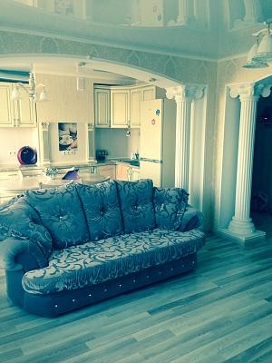 3-комнатная квартира посуточно в Мариуполе. Левобережный район, ул. Азовстальская, 91. Фото 1