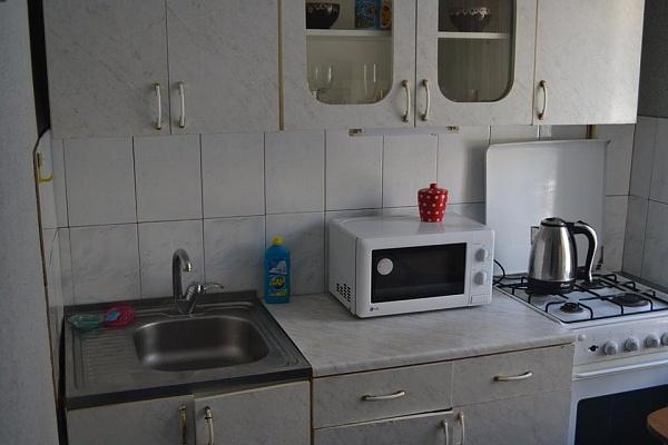 1-комнатная квартира посуточно в Запорожье. Жовтневый район, ул. Школьная (Героев Сталинграда), 46-А. Фото 1