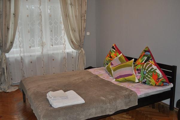 2-комнатная квартира посуточно в Львове. Лычаковский район, ул. Личаковская, 15. Фото 1