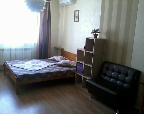1-комнатная квартира посуточно в Киеве. Оболонский район, ул. Майорова, 7. Фото 1