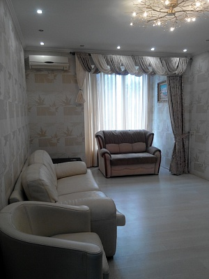 2-комнатная квартира посуточно в Запорожье. Ленинский район, пр-т Металлургов, 16. Фото 1