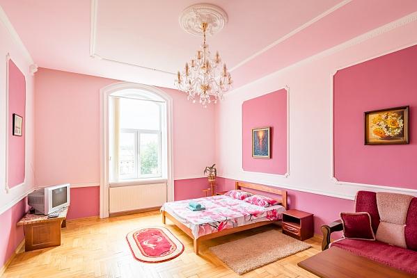 2-комнатная квартира посуточно в Львове. Галицкий район, пр-т Свободы, 10. Фото 1