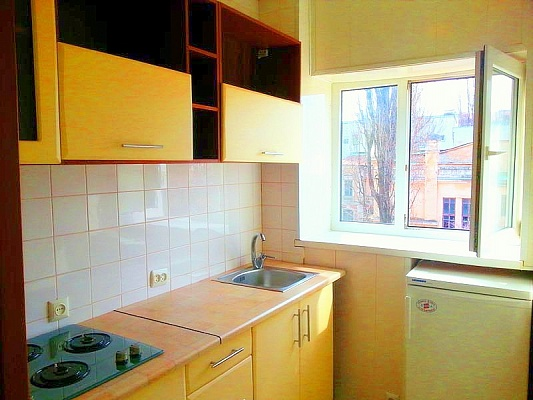 1-комнатная квартира посуточно в Одессе. Приморский район, ул. Маразлиевская, 14. Фото 1