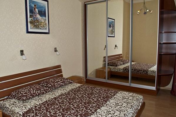 2-комнатная квартира посуточно в Киеве. Печерский район, ул. Лютеранская, 3. Фото 1