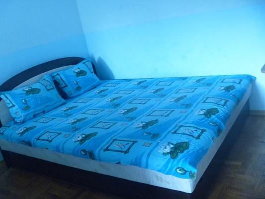 2-комнатная квартира посуточно в Днепропетровске. Амур-Нижнеднепровский район, ул. Малиновского, 36. Фото 1