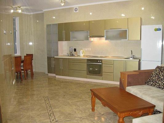 2-комнатная квартира посуточно в Одессе. Приморский район, ул. Среднефонтанская, 19 . Фото 1