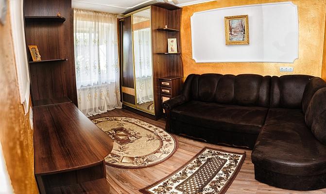 2-комнатная квартира посуточно в Ужгороде. ул. Добрянского, 8. Фото 1