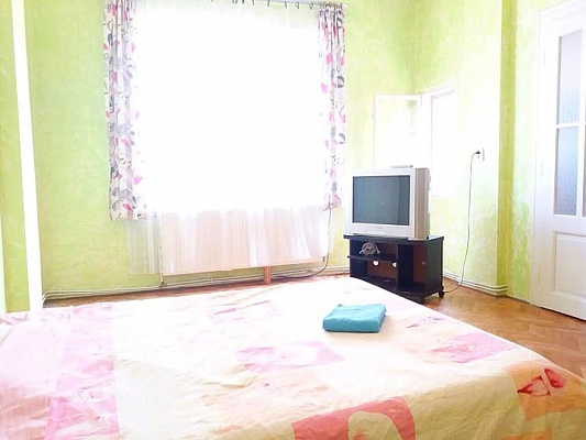 2-комнатная квартира посуточно в Ужгороде. ул. Корзо , 25. Фото 1
