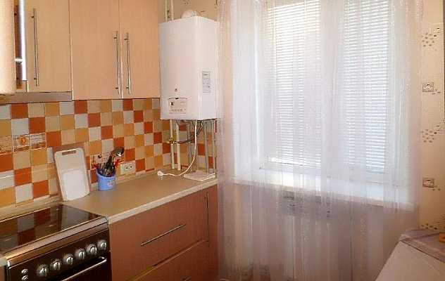 2-комнатная квартира посуточно в Бердянске. ул. Розы Люксембург, 18. Фото 1