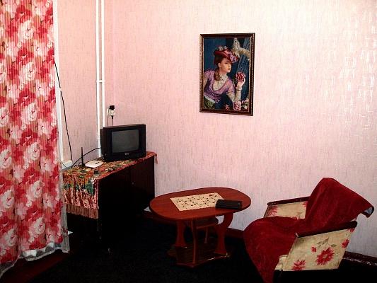 2-комнатная квартира посуточно в Запорожье. Ленинский район, пр-т Ленина, 183а. Фото 1