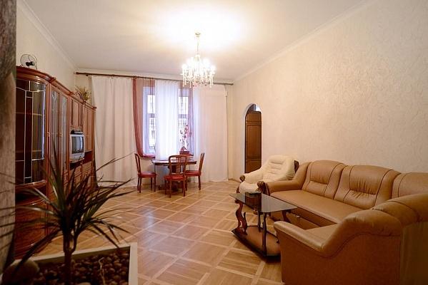 3-комнатная квартира посуточно в Киеве. Печерский район, пл. Бессарабская, 5. Фото 1