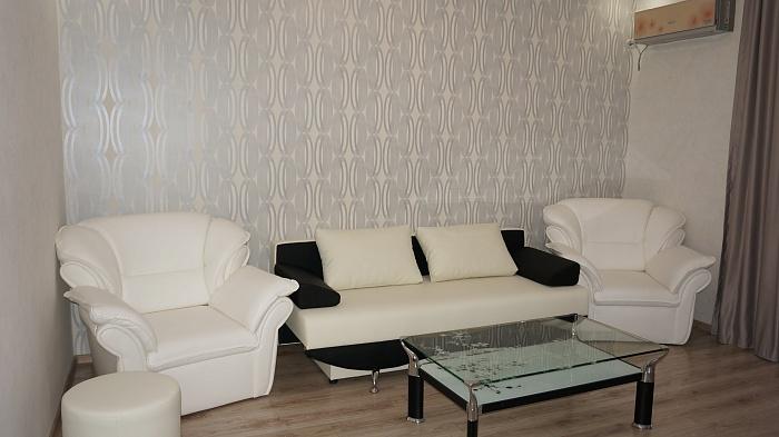 2-комнатная квартира посуточно в Запорожье. Жовтневый район, пр-т Соборный, 91. Фото 1