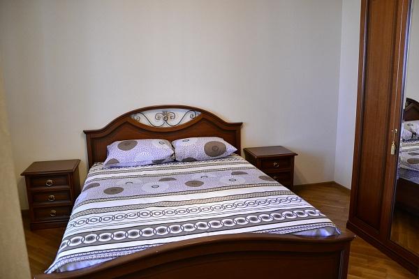 1-комнатная квартира посуточно в Киеве. Оболонский район, ул. Иорданская, 1. Фото 1