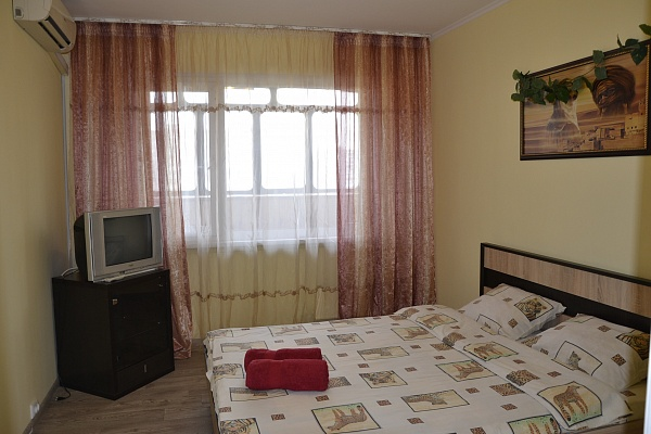 2-комнатная квартира посуточно в Киеве. Оболонский район, ул. Озерная, 6. Фото 1