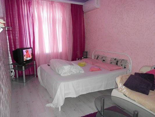 2-комнатная квартира посуточно в Запорожье. Ленинский район, ул. Лобановского, 12. Фото 1
