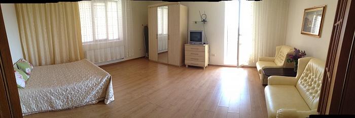 2-комнатная квартира посуточно в Львове. Железнодорожный район, ул. Зализнычная, 7а. Фото 1