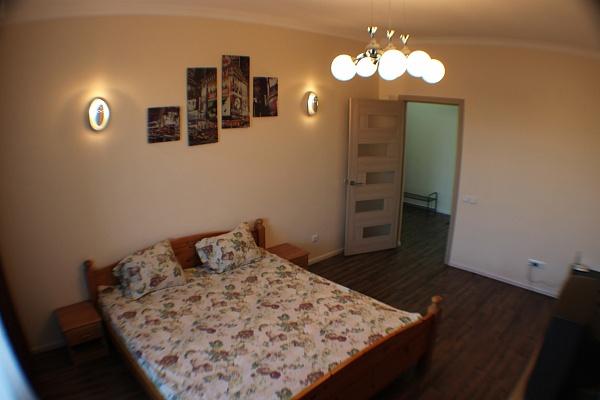 1-комнатная квартира посуточно в Ровно. ул. Струтинской, 2В. Фото 1