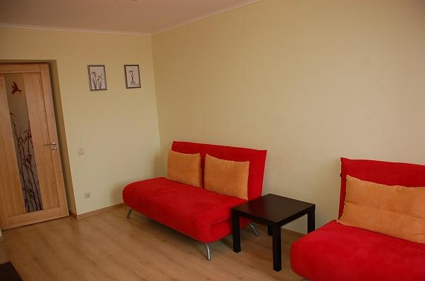 2-комнатная квартира посуточно в Ровно. ул. С. Крушельницкой, 69. Фото 1