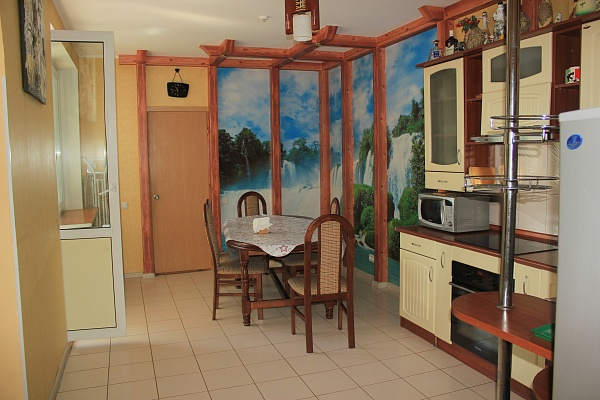 3-комнатная квартира посуточно в Киеве. Дарницкий район, ул. Гришко, 9. Фото 1